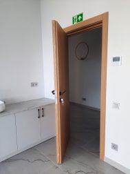Atvirkščiai atidaromos durys