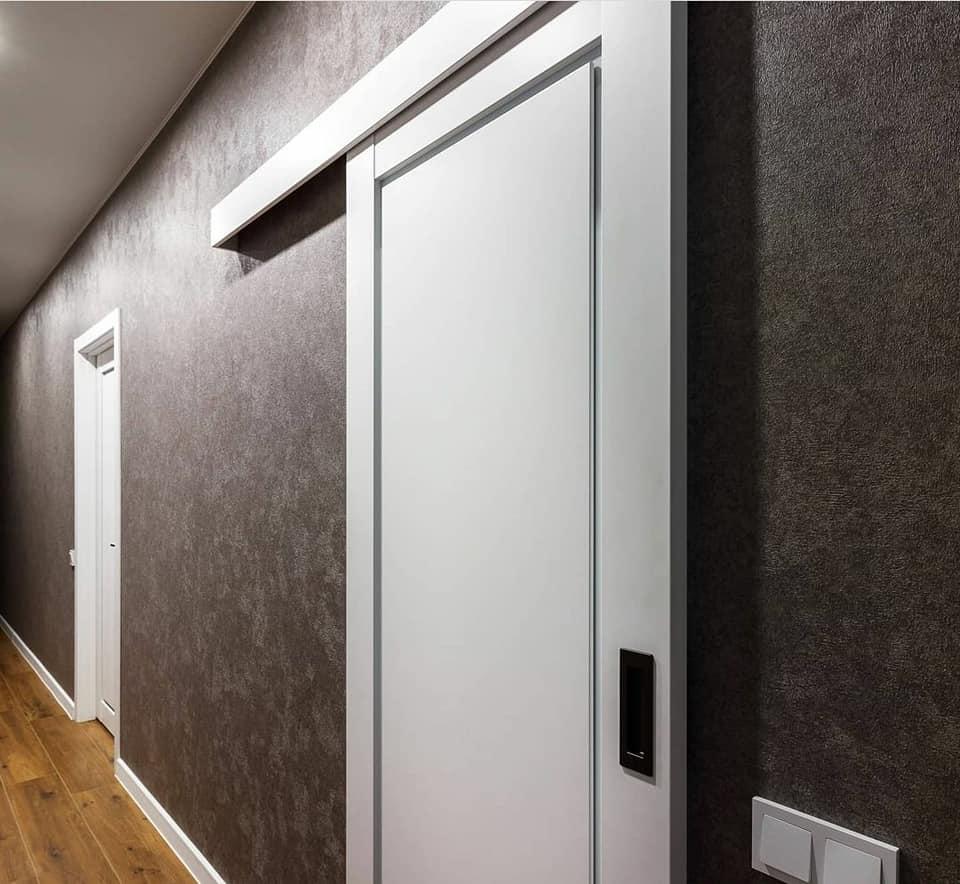 stumdomos durys L-10 baltos spalvos