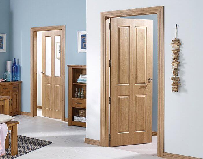 klasikines durys angliško stiliaus